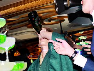 シャンパンタワー始まる前から絶好調なNOELクン!