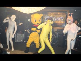 マ○メロディの音楽と一緒にステージに来たのはこの方達!