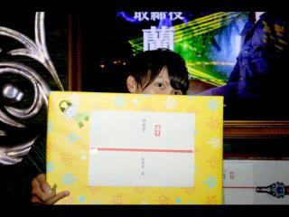 蘭取締役も商品をもらった記念写真(*'∀')