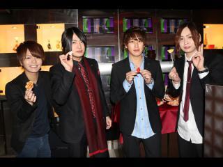 こちらは「Latte」です!斗真幹部補佐、一希代表、秀斗クン、ハル幹部補佐のお写真いただきました✩