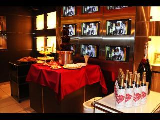 店内には素敵なシャンパンとチョコレートフォンデュがありました♪