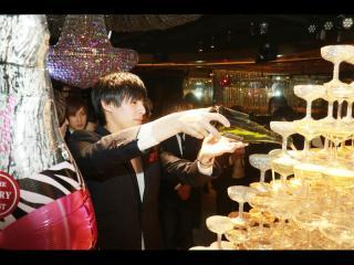 白クンから直々に指名された京志郎クンもシャンパン投入!