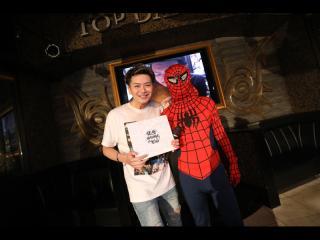 健悟幹部補佐とスパイダーマンで2ショット!!