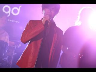 まずは真っ赤なジャケットで登場した龍司くん!歌のパフォーマンスからのスタートです!