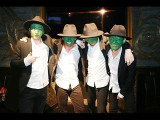 みんなでマスクの同じコスプレで登場~★